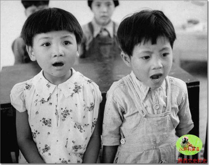 合作社学校里的儿童
